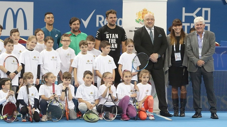 "Stan Wawrinka and Minister Kralev greeted kids from ""Tennis – Sport for All"" program"