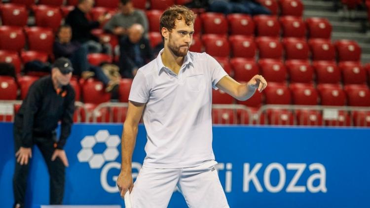 Янович с първа победа от октомври 2015