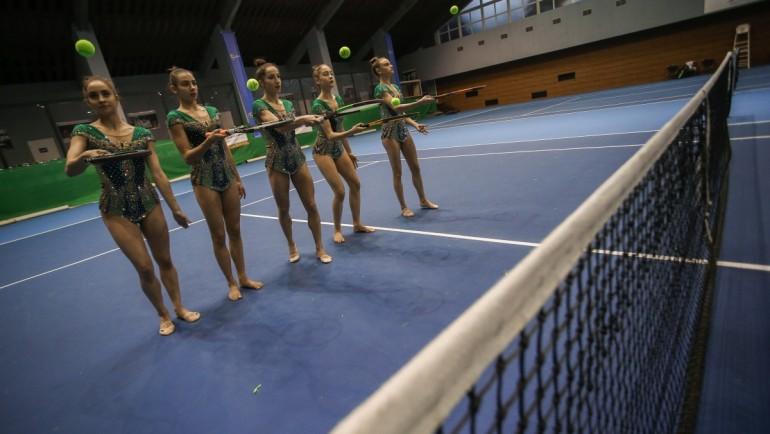 Диамантите от ансамбъла са готови за Sofia Open! Уникално съчетание с тенис топки и ракети!