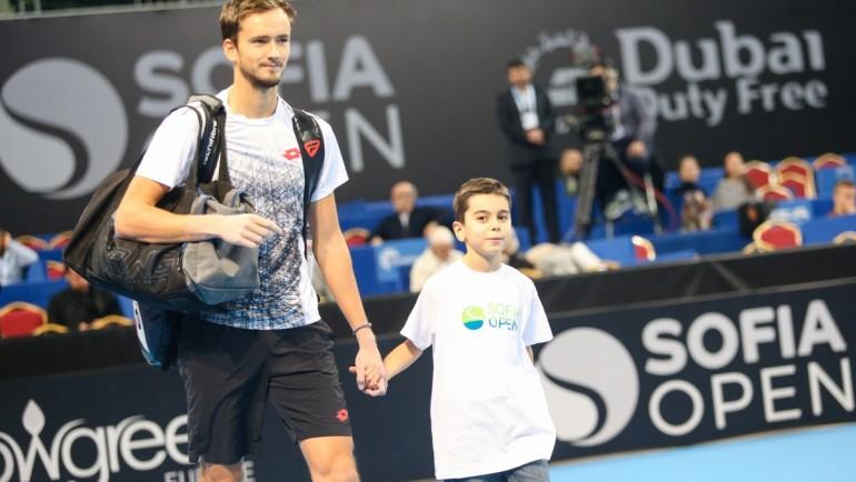 Медведев с блестящ успех и място на полуфиналите