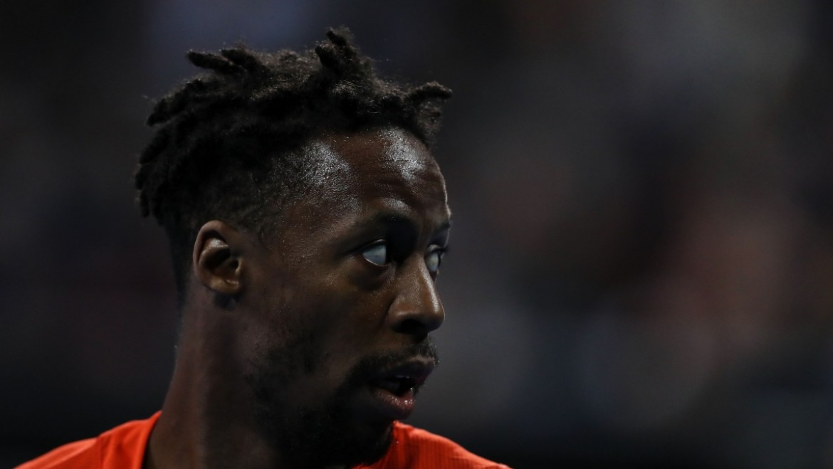 Confident Monfils eases into second round