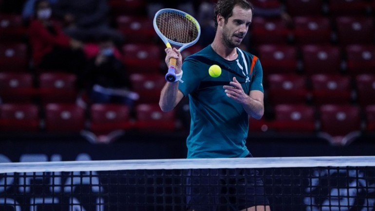 Gasquet eases to the quarter-finals