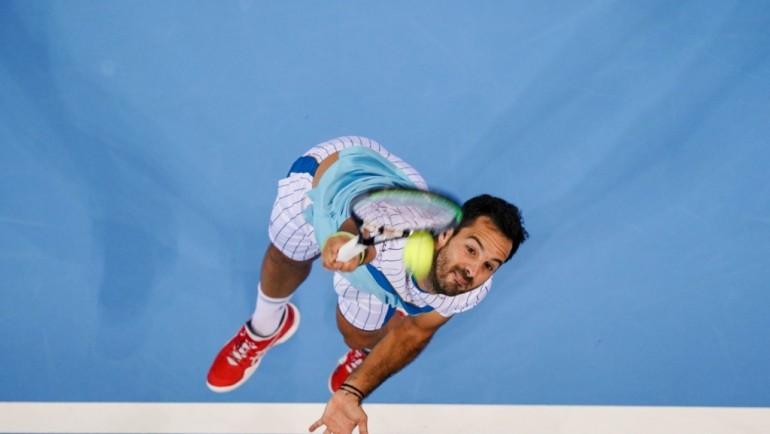 Карузо влезе във финалната осмица след успех над Оже-Алиасим